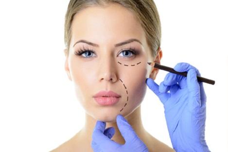Cirugía plástica facial de Nápoles